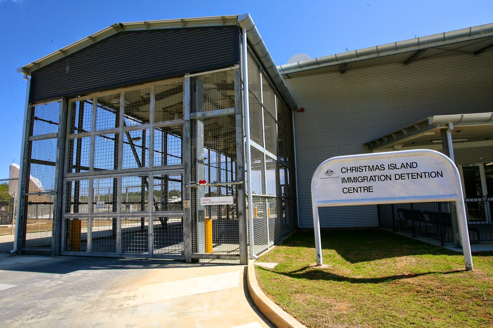 Christmas_Island_Immigration_Detention_Centre_%25285424306236%2529[1]